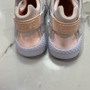 Nike Shoes - Nike Air Huarache